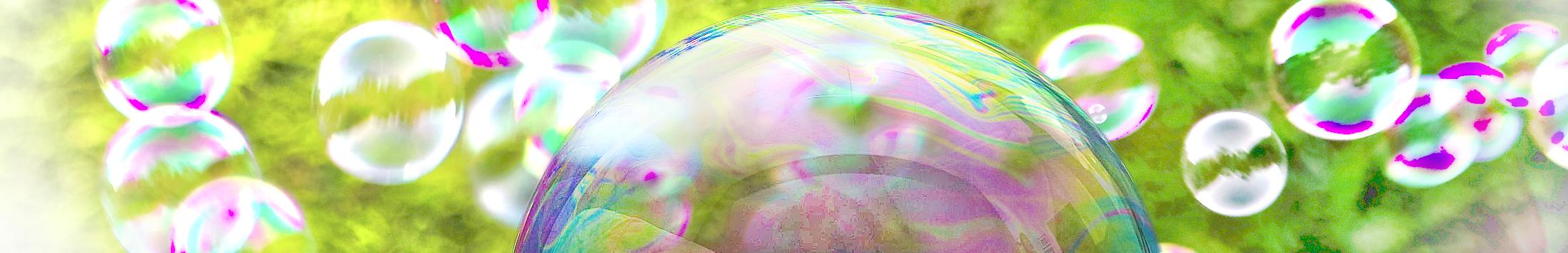 Themenbild für FAQ Seifenblasen faszinieren durch ihr Farbenspiel und ihre Leichtigkeit.
