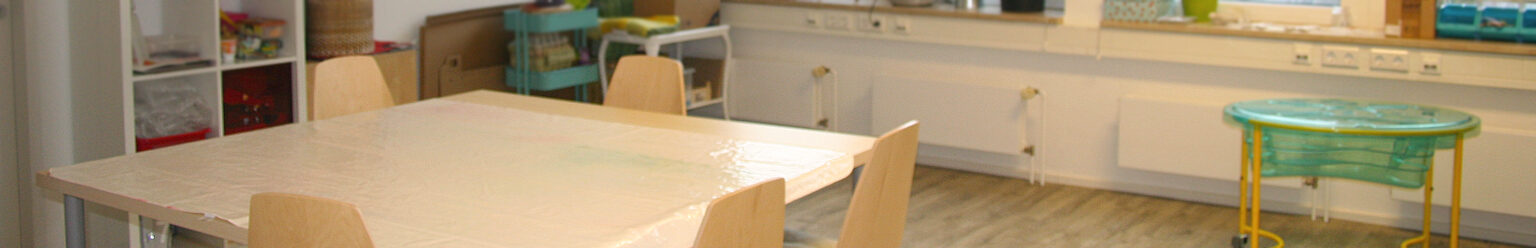 In unserem Atelier kann gemalt, gematscht und getont werden.