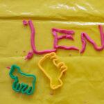 Der Erwerb von Buchstabenkenntnissen über alternative Materialien wie Knete