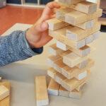 Konstruktive Spiele fördern die räumliche Wahrnehmung, die Auge-Hand-Koordination und das strukturelle Denken.